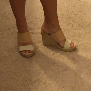 Two tone wedges